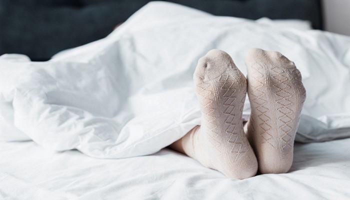 Почему нельзя спать в носках