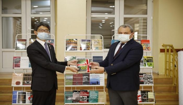 Посол Японии вручил БГУ дар Фонда Ниппона