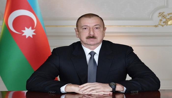 Prezident diplomatik xidmət orqanları əməkdaşlarını təltif etdi