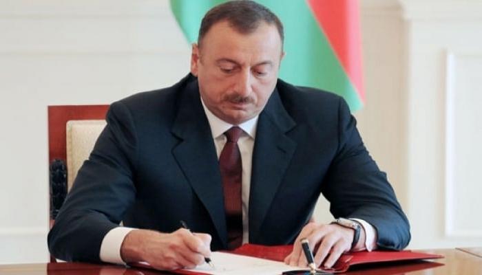 """Prezident İlham Əliyev bir qrup şəxsi """"Şöhrət"""" ordeni ilə təltif edib"""