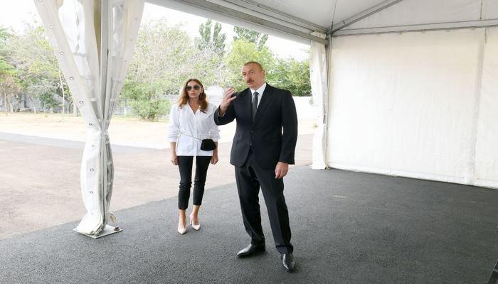 Президент Ильхам Алиев и Первая леди Мехрибан Алиева ознакомились работами, предстоящими в новом парке лесного типа в Ясамальском районе