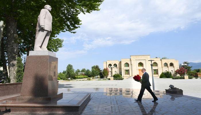 Президент Ильхам Алиев посетил памятник великому лидеру Гейдару Алиеву в Исмаиллы (ФОТО)