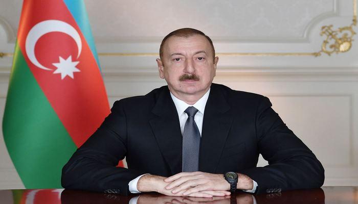 Президент Ильхам Алиев поздравил польского коллегу