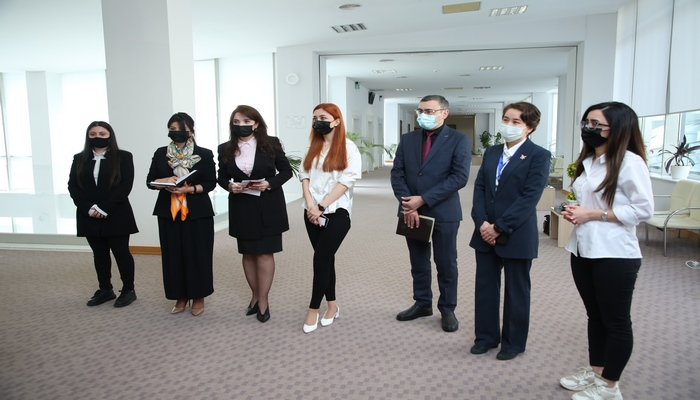 Qazaxıstan Respublikasının səfiri AMEA Mərkəzi Elmi Kitabxanasında olub
