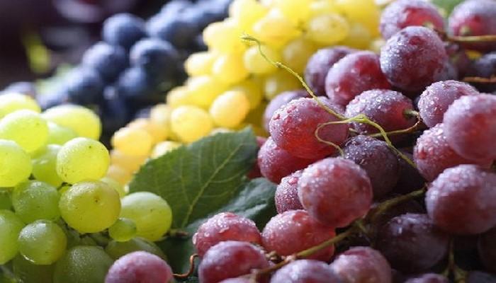 Россиянам раскрыли опасность винограда