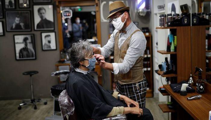 С сегодняшнего дня в Азербайджане разрешена работа парикмахерских и салонов красоты