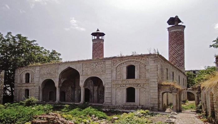 Армяне уничтожают древние албанские памятники Азербайджана - историк