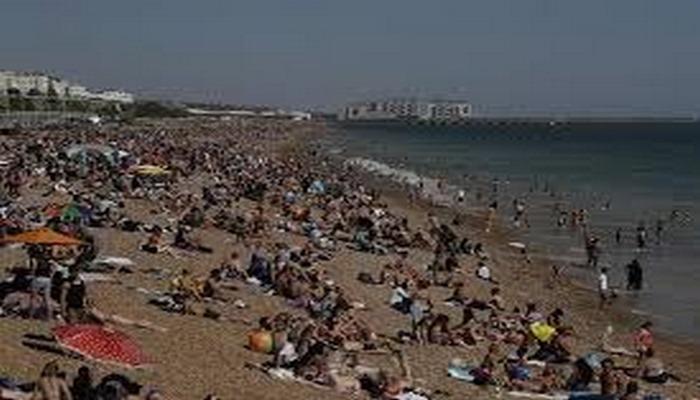 Sıcak havada deniz keyfi, koronavirüsü unutturdu