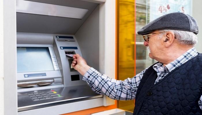Срок использования карт по выдаче пенсий и соцпособийпродлен