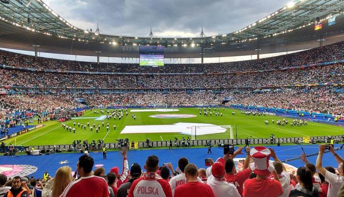 Власти Германии разрешили футбольным клубам заполнять стадионы на 20%