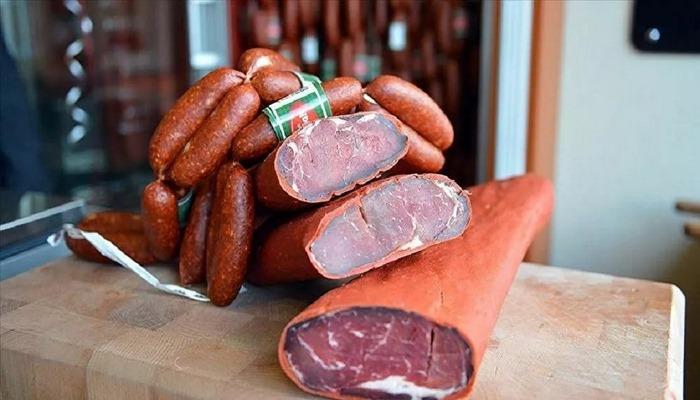 Sucuğunda at eti bulunan kasap: Özbeklerin getirdiği eti kıyma çektik, at eti getirmişler