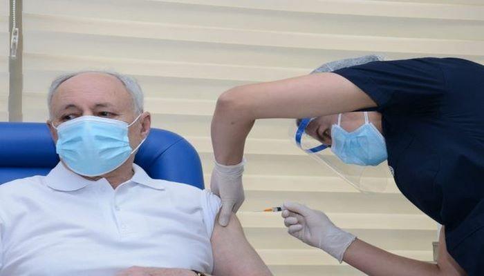 TƏBİB-dən Oqtay Şirəliyev və Ramin Bayramlıya vaksin vurulmaması iddialarına MÜNASİBƏT
