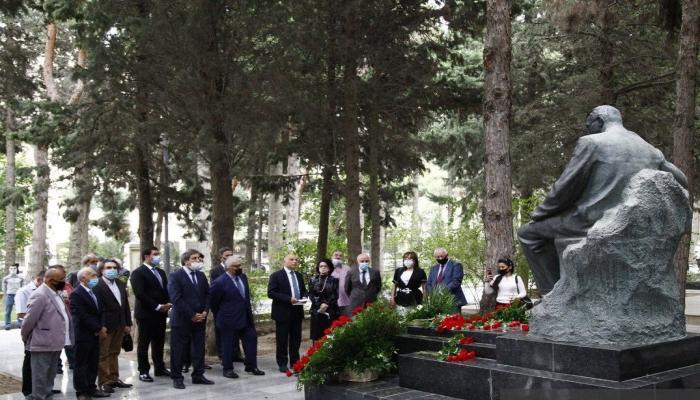 В Баку почтили память Узеира Гаджибейли