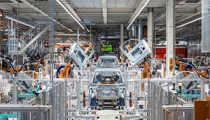 Türkiye otomotiv sanayisi gece gündüz üç vardiya üretime başladı.