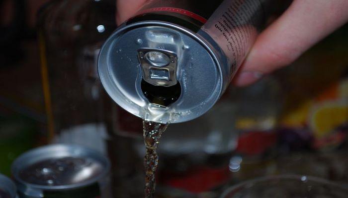 Ученые рассказали о новой опасности энергетических напитков