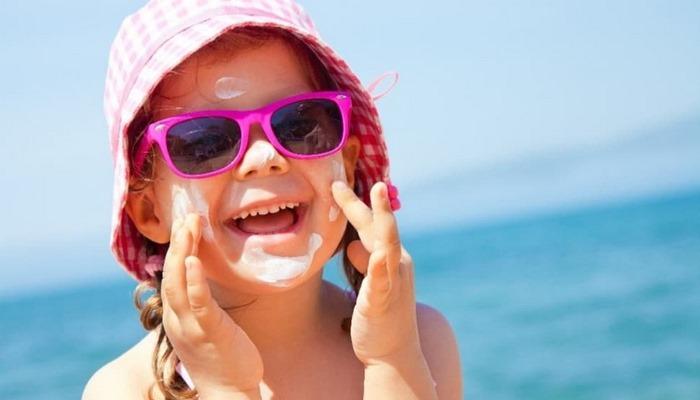 Uzmanlar uyardı: Bebeklerde güneş koruyucu kullanmayın! Güneş kremi nasıl kullanılmalı?