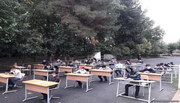 В Агсу прошел школьный экзамен под открытым небом