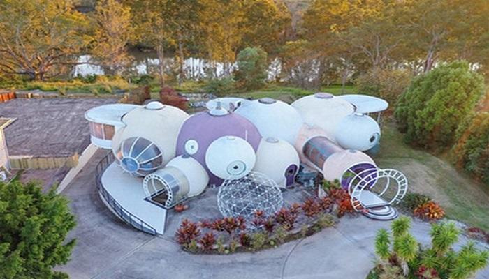 """В Австралии выставили на продажу дом из """"пузырей"""""""