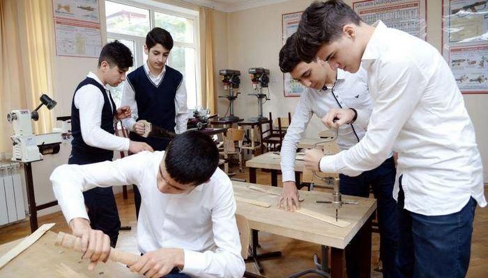 В Азербайджане продлены сроки приема студентов в пилотные профессиональные программы