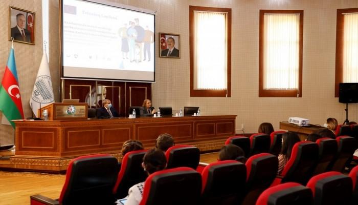 В БГУ участникам тренингов вручены сертификаты