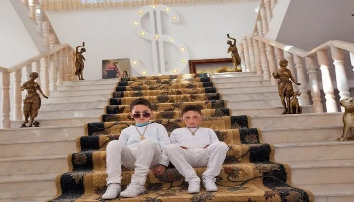 В каких домах живут дети богатых цыган: золото, мрамор, доллары на стене