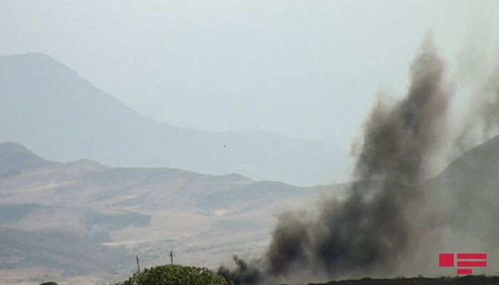 В Хызы начался пожар в горной местности, к тушению огня привлечены два вертолета