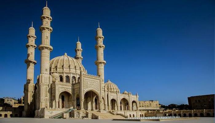 "В мечети ""Гейдар"" в Баку совершен праздничный намаз"