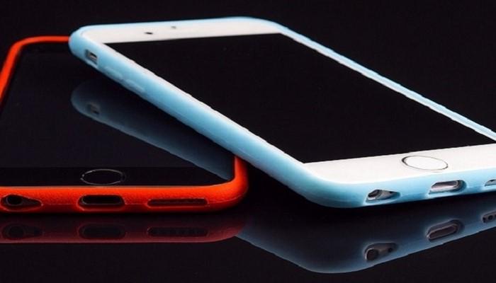 В Южной Корее создали чехол, который сам относит смартфон на зарядку