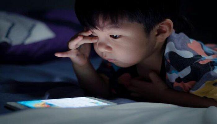 Valideynlər diqqətli olun: smartfonlar uşaqlar üçün təhlükəlidir mi?