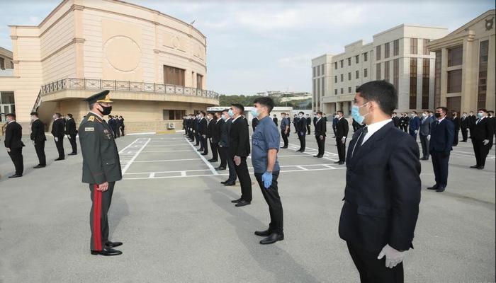 Vilayət Eyvazov polis olmaq istəyən gənclərin sıra baxışını keçirib