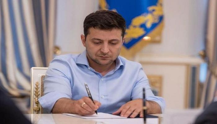 Vladimir Zelenski Azərbaycan Dövlət Gömrük Komitəsi sədrinin müavinini medalla təltif etdi