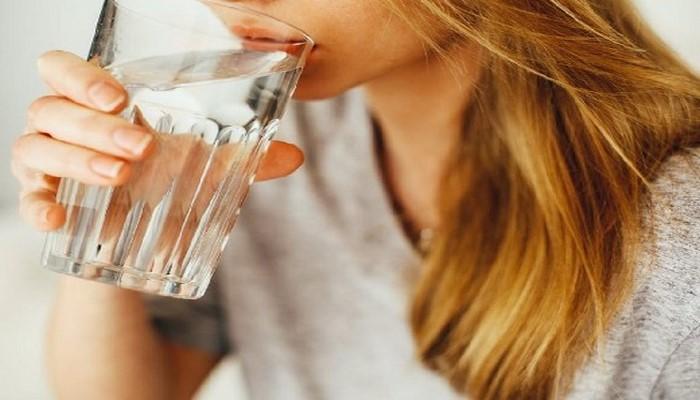 Врач назвала необходимое количество воды для защиты от инфаркта