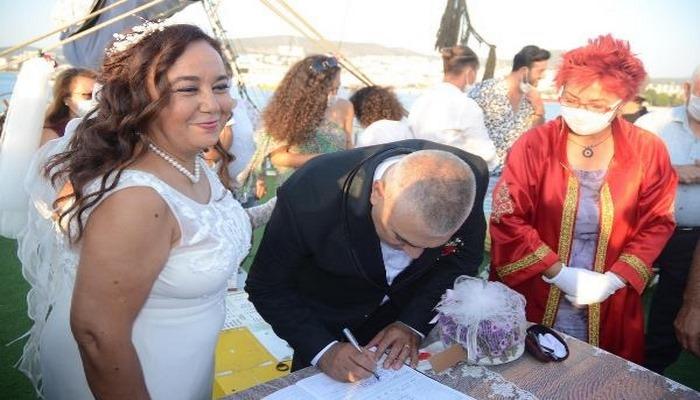 Yaşadıkları aşka rağmen 29 yıl ayrı kalan çift, nikah masasında kavuştu