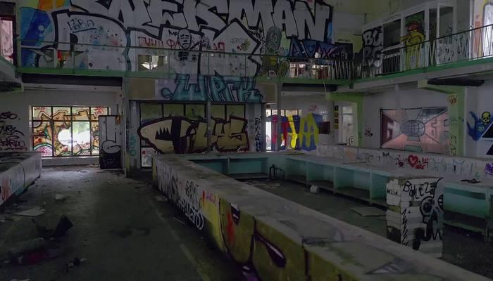 Заброшенный рынок превратился в музей стрит-арта