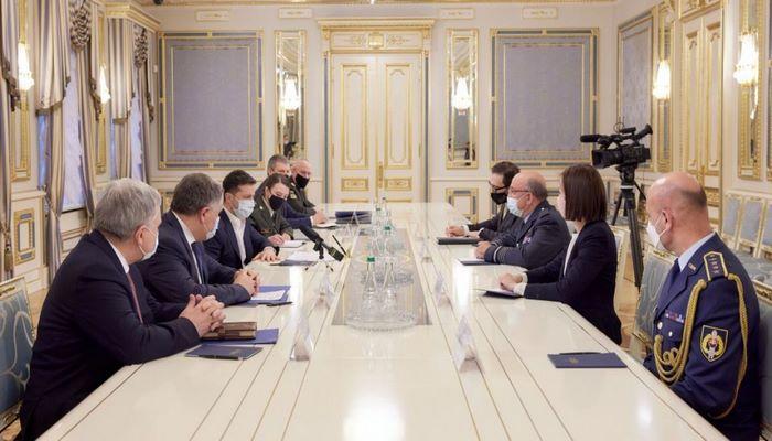 Zelenski NATO Hərbi Komitəsinin sədri ilə görüşdü