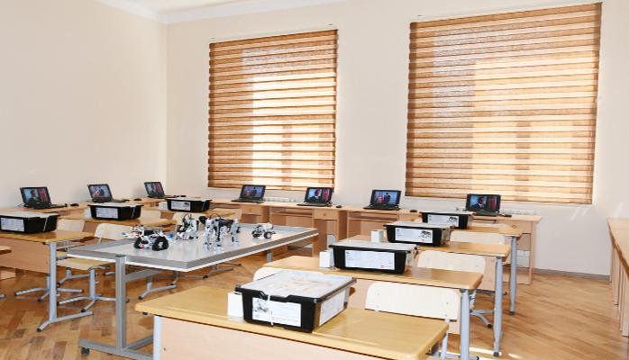Məktəblərə təhsil robotları paylanılır