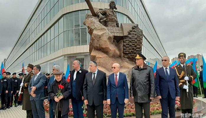 В Баку состоялось открытие памятника Национальному Герою Азербайджана Альберту Агарунову