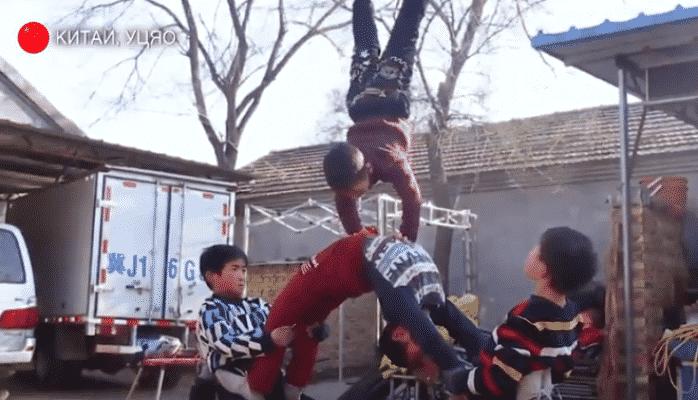 Çin kəndində uşaqlara akrobatika dərsləri verirlər