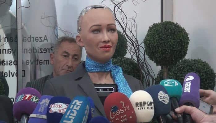 """Robot """"Sofiya""""nın jurnalistlərə müsahibəsi"""